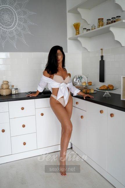 Проститутка Киева Вика, с 2 размером сисек