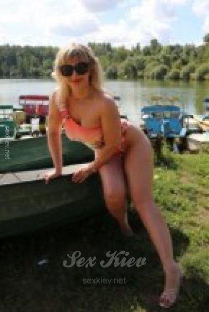Проститутка Киева ЛАРИСА, с 3 размером сисек
