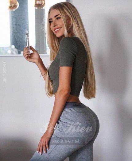 Проститутка Киева Сашенька, с 2 размером сисек