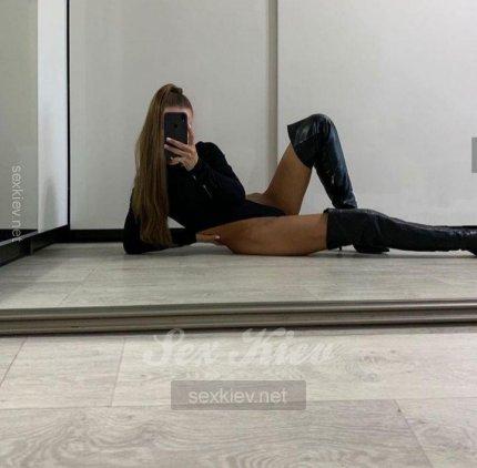 Проститутка Киева Аделина, с 2 размером сисек