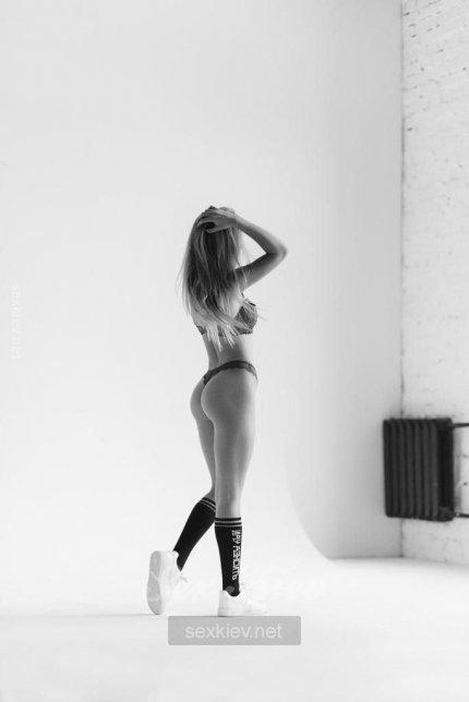Проститутка Киева НОВЕНЬКАЯ, секс с 24:00 до 24:00