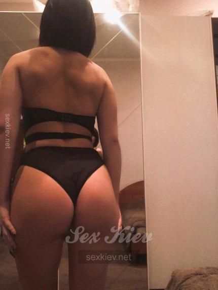 Проститутка Киева Яна, шлюха за 1700 грн в час