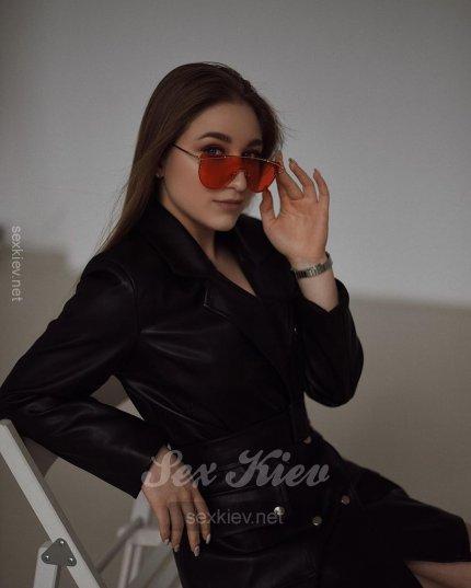 Проститутка Киева Кира, с 2 размером сисек