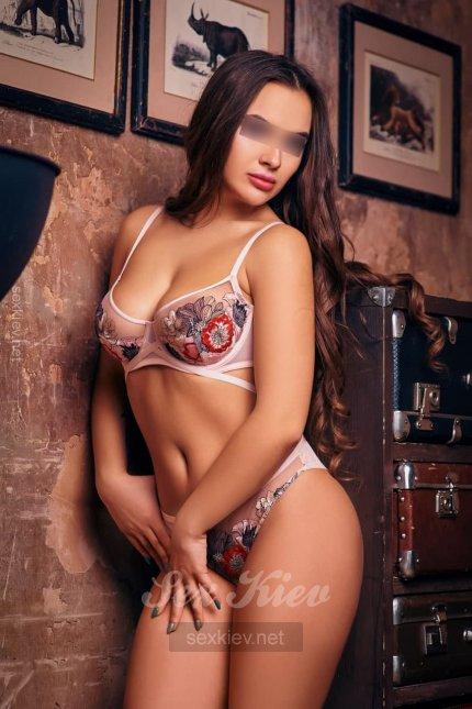 Проститутка Киева Юна, с 4 размером сисек