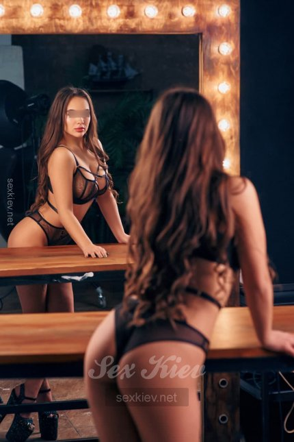 Проститутка Киева Юна, звонить по телефону +38 (067) 236-73-..