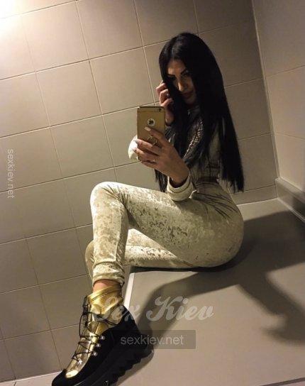 Проститутка Киева РИНАТА, с 2 размером сисек