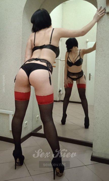 Проститутка Киева Арина, шлюха за 2000 грн в час